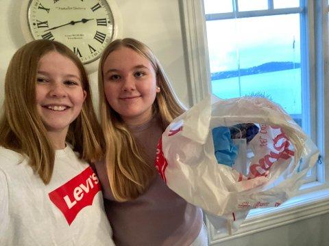 MILJØBEVISSTE:  De to venninnene Emine Høyte og Iben Amalie Wangensteen brukte veien hjem fra skolen til å plukke opp munnbind som folk hadde kastet i veikanten. 12-åringene håper folk blir flinkere til å kaste munnbind i søppeldunker.