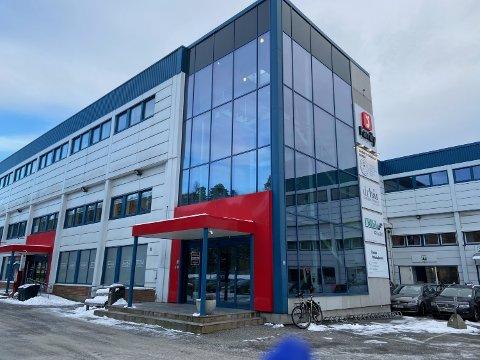 HER: Det er i tredje etasje i dette bygget i Holterveien i Drøbak treningssenteret ligger, og det var her voldsepisoden skjedde. FOTO: Ole Jonny Johansen