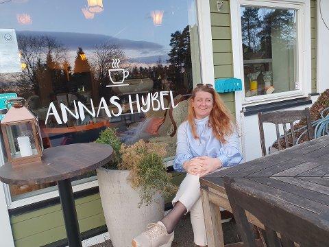 USIKKER FRAMTID: En av eierne på Annas Hybel, Stina Klaffmo Røisland, forteller at hun er bekymret for framtiden til Annas Hybel og de ansatte.