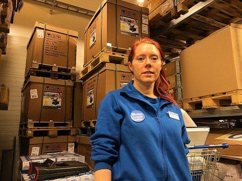 FLERE KUNDER: Butikksjef Wenche Skurdal-Blomberg forteller at kundene har strømmet til.
