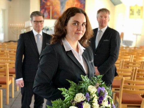 Uvant: Lisbeth Garder Ruud og gravferdskonsulentene Vebjørn Haram og Magnar Bøhlerengen har spesielle tider med nye rutiner i jobben sin.