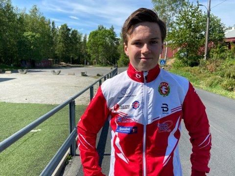 - MOTIVERENDE: Heine Husdal ble tildelt  årets utøverpris i DFI s skigruppe. - Motiverende, sier 19-åringen. FOTO: Ole Jonny Johansen