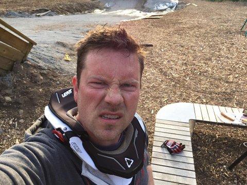 Initiativtaker for Knardal Funpark, Andreas Egeberg (39), håper at flere vil være med å grave nye sykkelstier og hopp i parken.