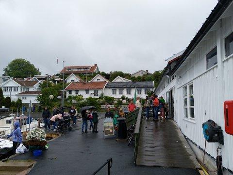 Det har vært dager da køen har vært lang utenfor Drøbak akvarium. Borge Bringsværd tok dette bildet på tirsdag.