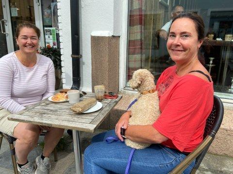- Vi nyter livet, det er viktig for oss, sier venninnene Eirin Grøndahl og Annette Trandal Olsen. FOTO: Ole Jonny Johansen