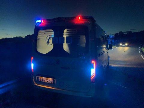 Ambulansen kom til stedet og hjalp kvinnen. Foto: Ivar Ruud Eide