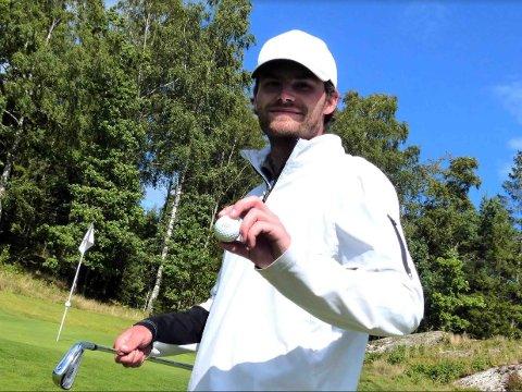 ÅRETS SLAG: På Drøbak Golfklubbs bane sto 24-årige Philip Mcgowan for det som må bli årets slag. På par 5-hullet bak på bildet – i «kroken» vest for Belsjø Platå brukte Philip bare to slag på å få ballen i hullet. På golfspråket kalles dette en «albatross».