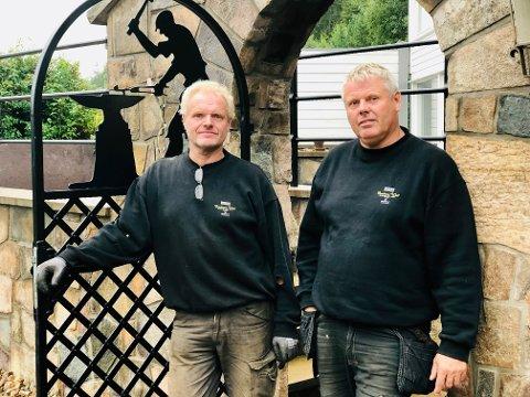 Brødrene Per Arne og Terje Woll har lagt suvenirene på hylla og gjør det i stedet bra innen gjerder, porter og andre stålkonstruksjoner.