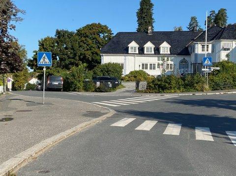 MYE TRAFIKK: Ved Solgry barnehage er det tidvis veldig mye trafikk som gjør trafikkforholdene utrygge. FOTO: Ole Jonny Johansen