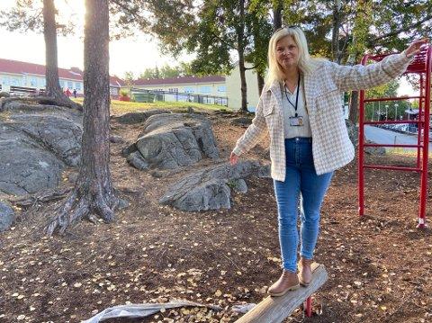 BALANSE: Merete Hansen forsøker å finne balansen i jobben som Nesoddens skolesjef. FOTO: Ole Jonny Johansen
