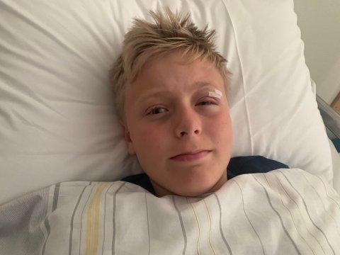 PÅ SYKEHUSET OVER NATTA: Philip Jacobsen, som går i åttende klasse ved Bugården ungdomsskole endte opp på sykehuset etter en sykkelulykke mandag. FOTO: Privat