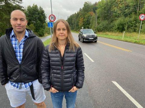 KRAV: - Det er to muligheter, enten anlegge fartshumper eller senke fartsgrensen, sier Renate Slaathaug og Svein Haugan. FOTO: Ole Jonny Johansen