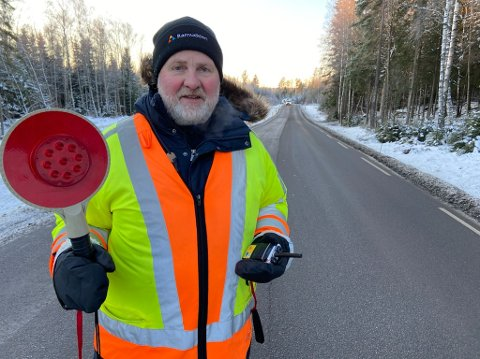 - KALDT: - Minus 15 grader merkes når du står ute for å dirigere trafikken, sier Åge Bøkestad. FOTO: Ole Jonny Johansen