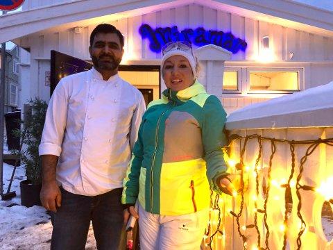 Lar seg ikke stoppe: Kokken Mureed Chaudhry og daglig leder Maria Enstad på Miramar velger å være positive.