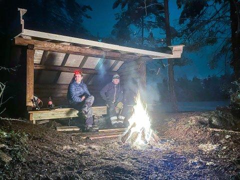 POPULÆRT TILBUD: Denne gapahuken har Drøbak Frogn Speidergruppe satt opp ved Øvredammen som et tilbud til lokalbefolkningen. – Vi håper gapahuken blir populær og mye brukt, sier Stein Ankarstrand, mangeårig leder for de lokale speiderne.