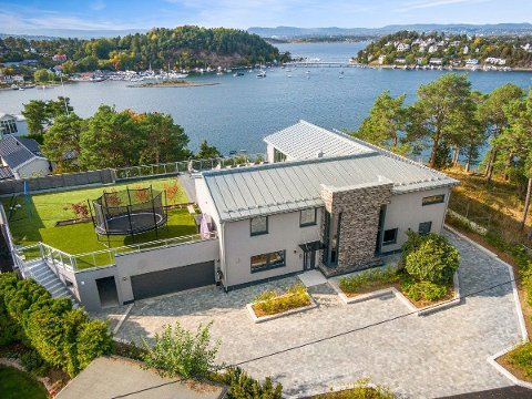 SELGES: Tidligere landslagskeeper og utenlandsproff Thomas Myhre og kona Benedicte Løge selger huset sitt på Ulvøya.