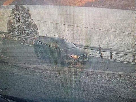 FANGET OPP: Påkjørselen ble fanget på dashkamera til en parkert bil. Men det var det som skjedde etterpå, som får Eirik Hoel Sandvik til å reagere.