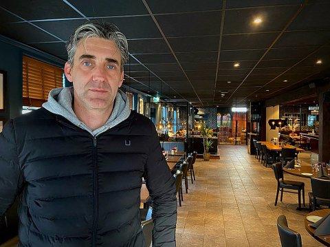 Tony Eide ved Reenskaug hotell forteller at de fortsatt har bekymringer til tross for at samfunnet mer eller mindre er normalisert etter koronapandemien.