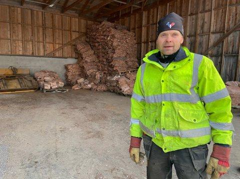 Arnfinn Pedersen i Nesodden Torghandel har en liten slump med ved som han skal starte med å selge i nær framtid. Det er bare å følge med på hjemmesiden.