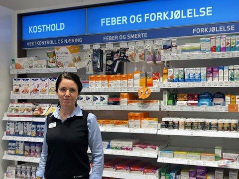 NYE REGLER: - Det kan virke som om folk har fått med seg at dette nå blir reseptpliktig, sier farmasøyt Linn K. Amiri Oksebåsen hos Apotek 1.