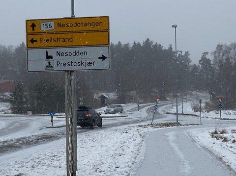 NY ASFALT: I denne rundkjøringen på Nesodden kommer det ny asfalt i sommer. FOTO: Ole Jonny Johansen