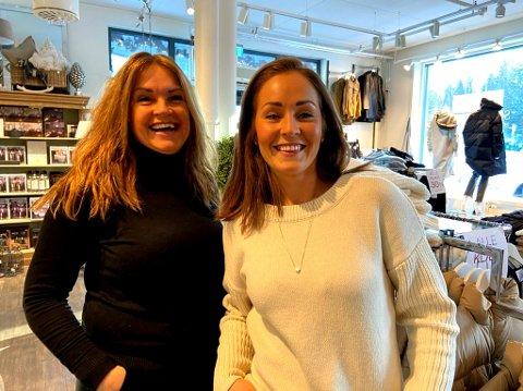 FORNØYD: Brit (t.v.) og Marte Riise har tapt betydelig med penger når det gjelder omsetning i butikkene, men nå smiler verden igjen igjen til  mor og datter. FOTO: Ole Jonny Johansen