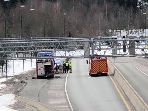 - TROLIG LANGVARIG STENGT: En lastebil fikk diesellekkasje i Oslofjordtunnelen. Flere tunneler ble stengt som følge av dette.