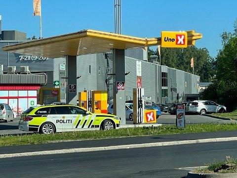 Politiet var til stede ved Drøbak City i dag.