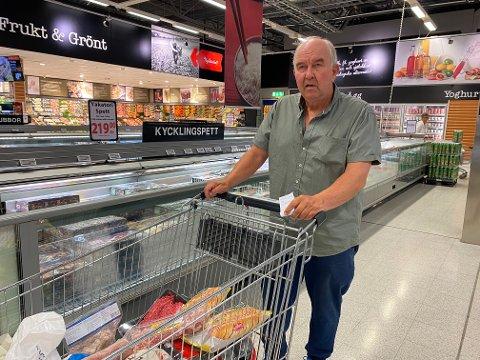 I SVERIGE: Tom Bjerke (69) hadde med seg handleliste for å handle for seg selv, sønnen og svigerdatteren.