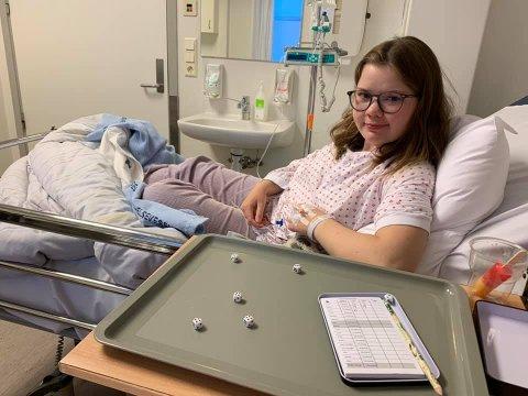 Mange operasjoner: Angelica Simonsen (16) har tilbrakt mye av sitt liv på sykehus. Nylig måtte hun inn igjen, men nå ser hun lyst på året som ligger foran.