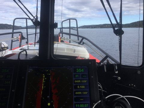 Nordover: Her har RS 159 Elias satt kursen nordover mot Hallangspollen lørdag formiddag, for å bistå et medlem, som hadde gjengrodd propell på båten. Foto: Redningsselskapet/RS Elias.