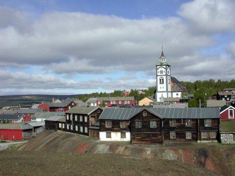 Oversiktsbilde Røros Bergstaden fra Malmplassen mot kirka. Røros sentrum