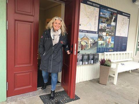 REISELIVET: Tove R. Martens, reiselivssjef i Destinasjon Røros, peker på ringvirkningene av arbeidsplasser i reiselivsnæringa.