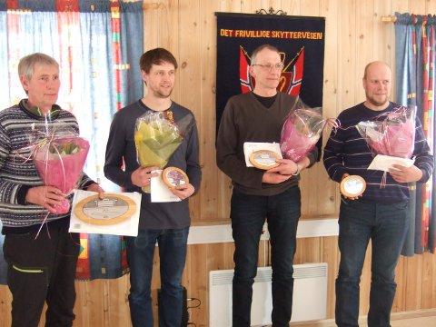 Sigurd Hansmoen fikk 20-årsplakett, mens Frode Godtland, Ståle Reiten, Engetøve Samdrift ved Per Morten Bangen, fikk femårsplakett.