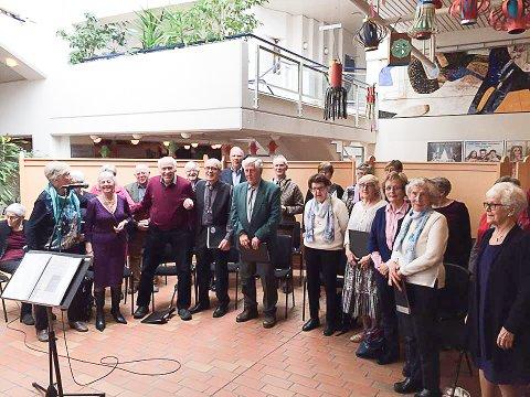 I NYSTUA: Seniorkoret på Tynset holder konsert i Nystua lørdag 18. mars.