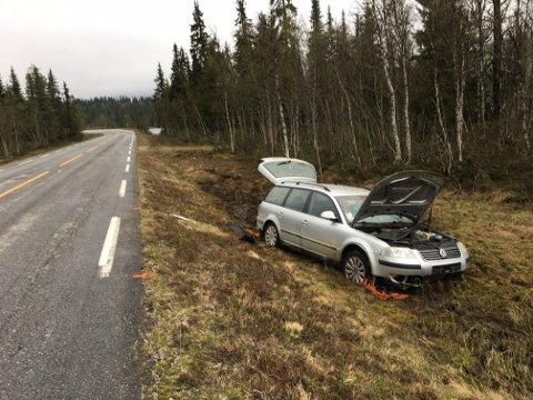 Ulykken skjedde på fylkesvei 30 ved Tronsjøen, mellom Tynset og Tylldalen.