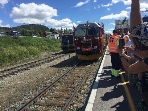 SOMMERTOGET: Toget startet sitt besøk i Fjellregionen på Alvdal. Lørdag står Røros for tur.