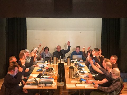 FEM HOLDT IGJEN: Fem politikere holdt igjen, mens 12 vil åpne for dagligvare på Steimosletta.