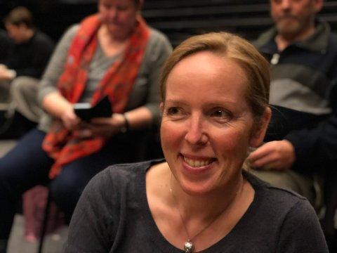 """Astrid Tronsmoen er ei beskjeden jente privat, men på scena er hun et fyrverkeri. I 1999 vant hun prisen for """"Beste sceneopptreden"""" for nummeret """"Gammelmaten"""", skrevet av Roar Sundt til revyen """"Med fete typer"""" i 1998."""