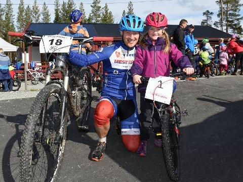SYKKELRITT: Sarah Marie og pappa Jan Erik Graneng stilte til start i Sarah Maries utfordring.