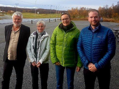 Røroslista, Ap, SV og Sp tilbakeviser urovekkende påstander om byggeprosjektet ved Øverhagaen omsorgssenter. Fra venstre: Bjørn Salvesen (SV), Reidun Roland (Røroslista), Guri Heggem (Sp) og Isak V Busch (Ap).