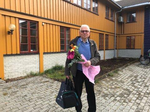 På bildet er Arne Grue på vei hjem etter sitt siste formannskapsmøte for en drøy måned siden. Nå er han valgt til leder av kontrollutvalget og blir tett på Os-politikken denne perioden også.