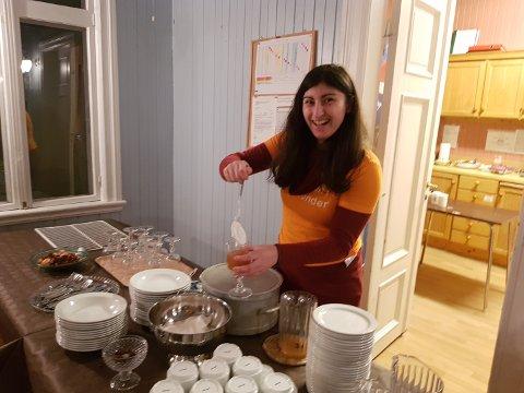Det ble servert Oumph!-ribbe til varmrett og gløgg med krem og kanel takket være stor giverglede fra lokale matbutikker.