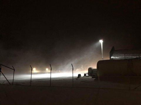 TRYGT OG SIKKERT: Det var ingen problemer for Widerøe-flyet å lande i uværet tirsdag.