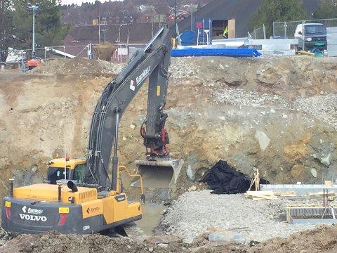 NYTT OPPDRAG: Ramlos as har inngått kontrakt med Bane Nor om bygging av kulvert på Rørosbanen ved Rognes. Bildet er tatt i forbindelse med grunnarbeidene ved det nye helsesenteret på Øverhagaen i Røros.