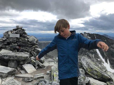 SAMLER: Simen Andreas Oldervik Haugland (9) samler fjelltopper i Rondane på over 2000 meter.