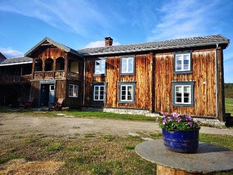 Holden Gård har siden 1700-tallet vært ferdagård for jegere, handelsfolk og befraktere som reiste langs vinterleden mellom Sverige og Røros Kopperverk.