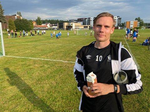 FAST JOBB: Georg Flatgård gleder seg over å ha fått fast jobb i Elverum Fotball. Nå blir han en av tre som utgjør administrasjonen i klubben.