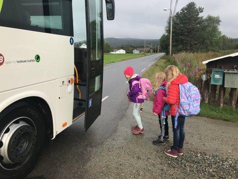 SKOLESKYSS: Ordførerne i Nord-Østerdalen er opptatt av skoleskyssen nå som skolene ikke lenger er korona-stengt. Bildet er fra en annen anledning.  Arkivfoto