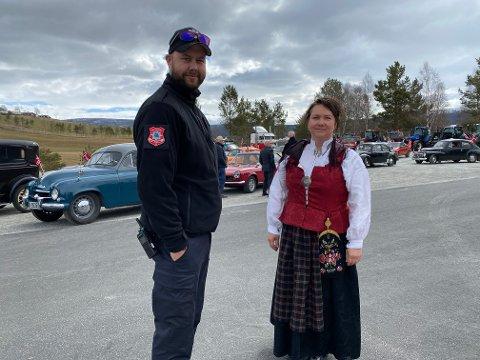 Eva Iren Furuli og Kenneth Sagvang sto i bresjen for årets biltog for folketog under 17. mai.